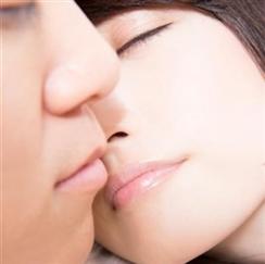 キスをねだる女性
